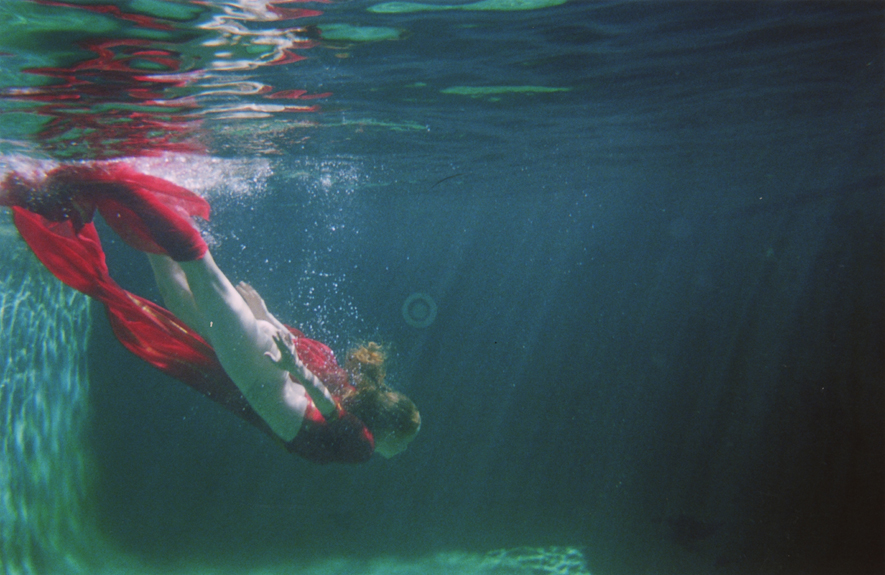 dive I / 40 x 60 / glossy archival c-print / edition of 3