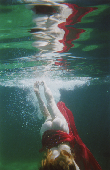 dive II  / 60 x 40 / glossy archival c-print / edition of 3